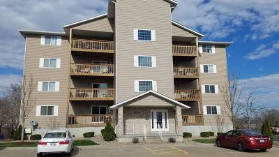 Bettendorf Condo/Townhouse For Sale: 4101 Creek Hill Drive