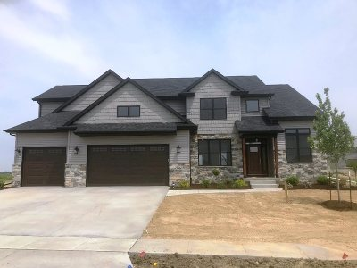 Bettendorf Single Family Home For Sale: 5563 Contour Way
