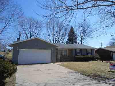 Bettendorf Single Family Home For Sale: 3333 S Hampton Drive