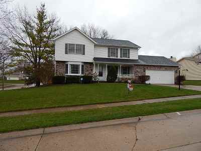 Bettendorf Single Family Home For Sale: 1745 Queens Drive