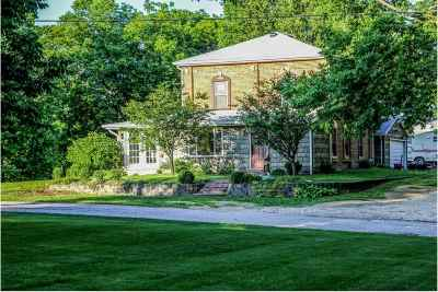 Le Claire Single Family Home For Sale: 119 N 6th Street