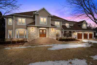 Bettendorf Single Family Home For Sale: 2160 St Andrews Circle