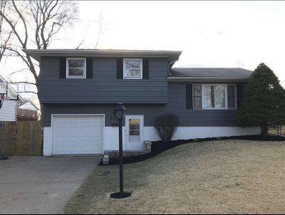 Bettendorf Single Family Home For Sale: 2952 Magnolia Drive