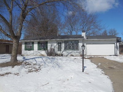 Eldridge Single Family Home For Sale: 307 Park Lane Circle