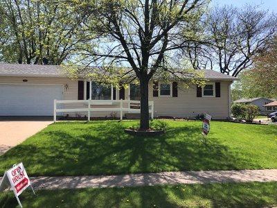 Eldridge Single Family Home For Sale: 323 W Sheridan Drive
