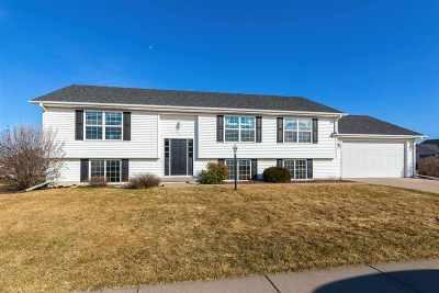 Eldridge Single Family Home For Sale: 41 Nicholas Drive