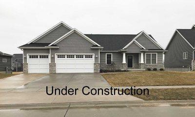 Eldridge Single Family Home For Sale: 806 S 10th Street