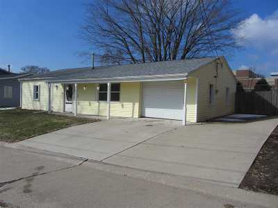 bettendorf Single Family Home For Sale: 7 Riverview Lane