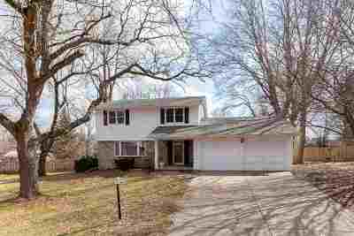 Bettendorf Single Family Home For Sale: 5195 Surrey Drive