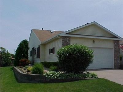 Bettendorf Condo/Townhouse Contingent: 4025 Prairie Lane