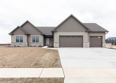 Bettendorf Single Family Home For Sale: 5547 Willmeyer Drive