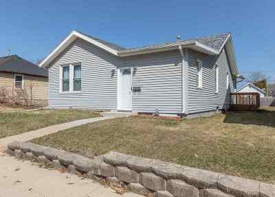 Bettendorf Single Family Home For Sale: 1854 Oak Street