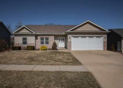 Le Claire Single Family Home For Sale: 505 N 8th Street