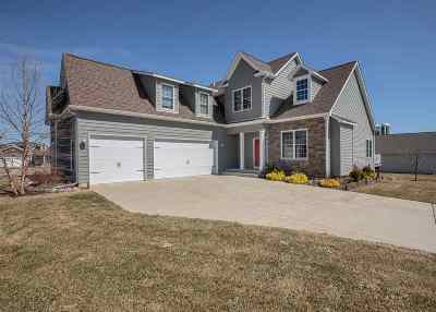 Le Claire Single Family Home For Sale: 9 Blackstone Way