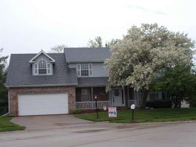 Bettendorf Single Family Home For Sale: 1715 Cindy Court