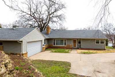 Bettendorf Single Family Home For Sale: 5 Riverview Park Drive