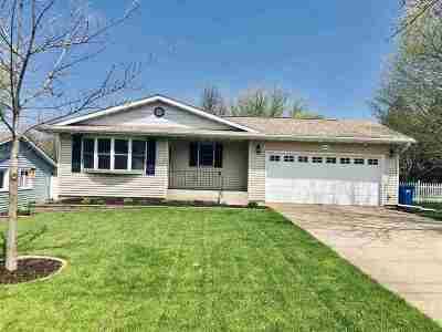 Eldridge Single Family Home For Sale: 602 W Leclaire Road