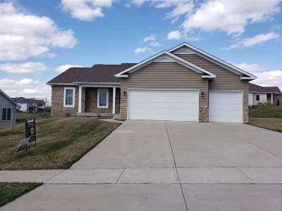 Le Claire Single Family Home For Sale: 31 Blackstone Way