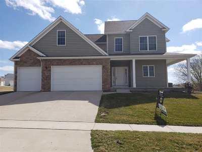 Le Claire Single Family Home For Sale: 34 Blackstone Way