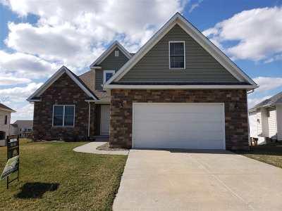 Le Claire Single Family Home For Sale: 106 Cobblestone Lane
