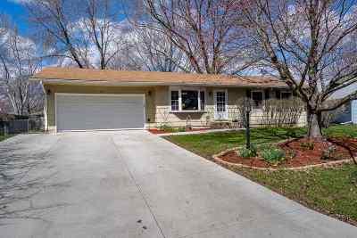 Eldridge Single Family Home For Sale: 312 Cherokee Drive