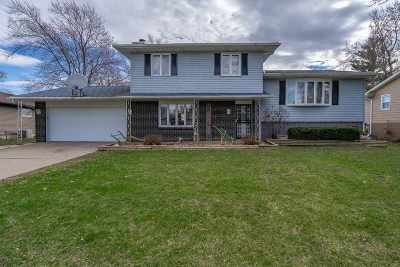 Eldridge Single Family Home For Sale: 117 Crestview Drive
