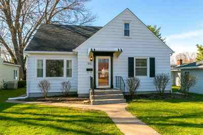 Bettendorf Single Family Home For Sale: 1011 Hall Street