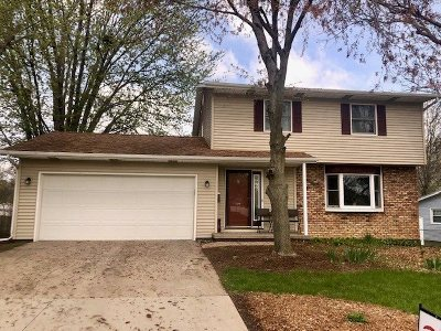 Bettendorf Single Family Home For Sale: 2260 Tanglefoot Lane