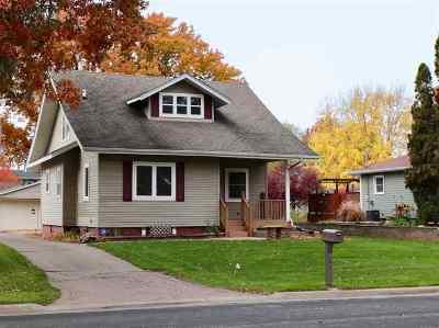 Eldridge Single Family Home For Sale: 404 N 4th Street