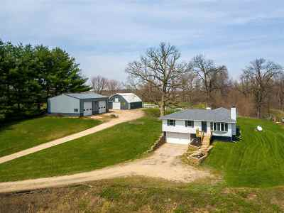 Le Claire Single Family Home For Sale: 26754 229th St