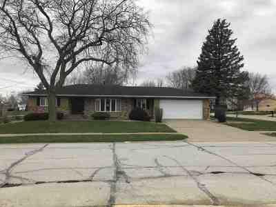 Eldridge Single Family Home For Sale: 200 S 5th Street