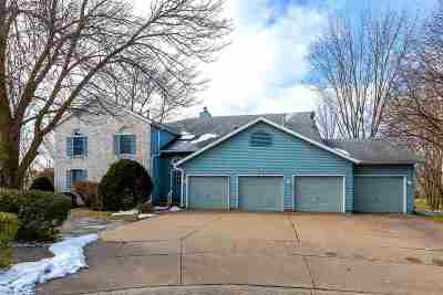 Bettendorf Condo/Townhouse For Sale: 4675 Kynnelworth Drive