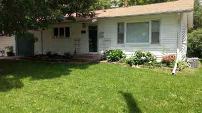 Bettendorf Single Family Home For Sale: 2206 Cody Street