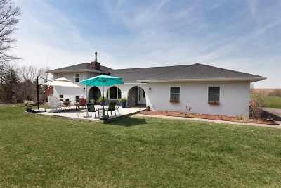 Le Claire Single Family Home For Sale: 22980 260th Avenue