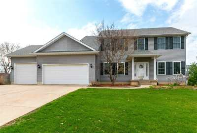 Le Claire Single Family Home For Sale: 1198 Fox Hollow Lane