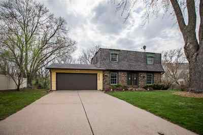 Bettendorf Single Family Home For Sale: 2315 Kingsway Drive