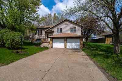 Eldridge Single Family Home For Sale: 307 Concord Court