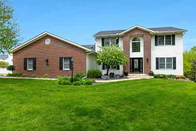 Bettendorf Single Family Home For Sale: 2212 Andrew Court