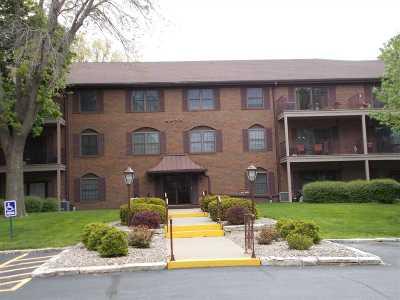bettendorf Condo/Townhouse For Sale: 1350 Kimberly Ridge Road