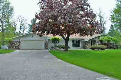 bettendorf Single Family Home For Sale: 4615 Trails End Road