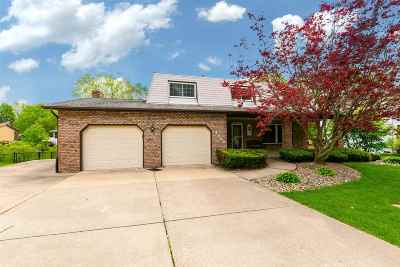 bettendorf Single Family Home For Sale: 4425 Amesbury Drive