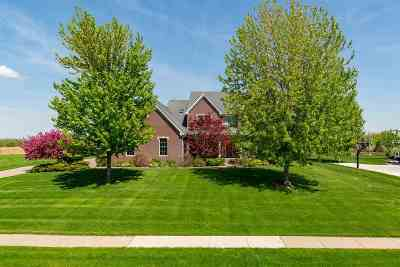 bettendorf Single Family Home For Sale: 5091 Pigeon Creek Trail