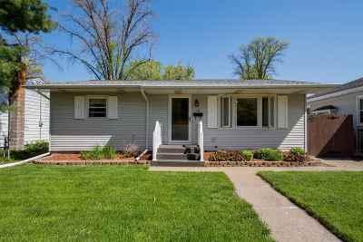 bettendorf Single Family Home For Sale: 2910 Bellevue Avenue
