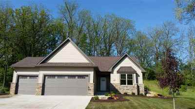 bettendorf Single Family Home For Sale: 6830 Crow Creek Road