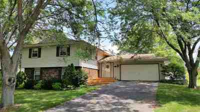 Rockford IL Single Family Home For Sale: $159,900