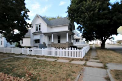 Boone County Single Family Home For Sale: 203 W 2nd St