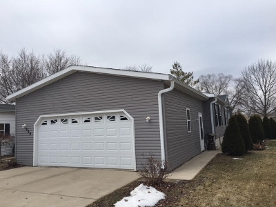 Boone County Single Family Home For Sale: 220 Fox Lane