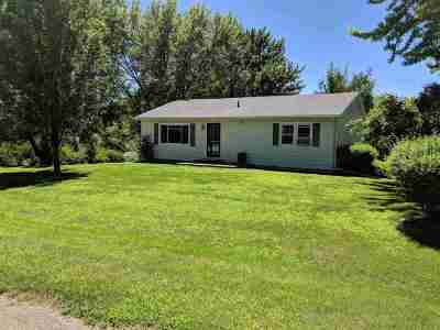 Stephenson County Single Family Home For Sale: 112 Cedar Ct
