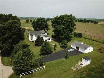 Ogle County Single Family Home For Sale: 14744 W Pilgrim (3ac) Road