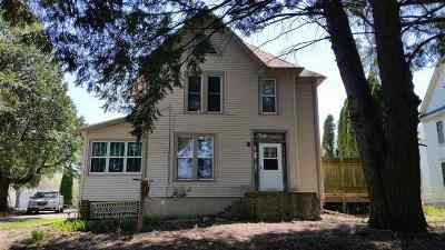 Stephenson County Single Family Home For Sale: 409 E Jefferson